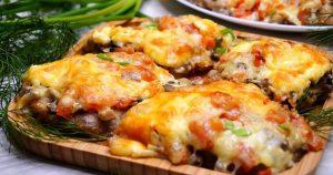 Вкусное блюдо для праздничного стола из свинины и помидор