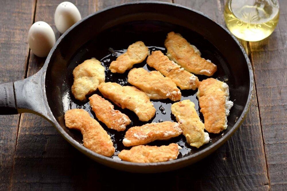 Просто залейте яйцами куриную грудку. Быстро, вкусно и очень нежно