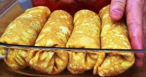 Горячие блинчики с начинкой из мяса, сыра и помидоров