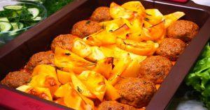 Запеченные в духовке картофель и котлеты